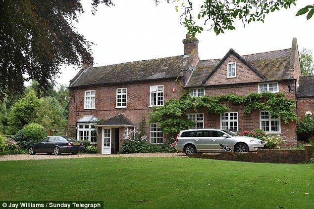 Here's Jeremy Corbyn's childhood home. Long live socialism - ;-) https://t.co/mOApsMD0Yb