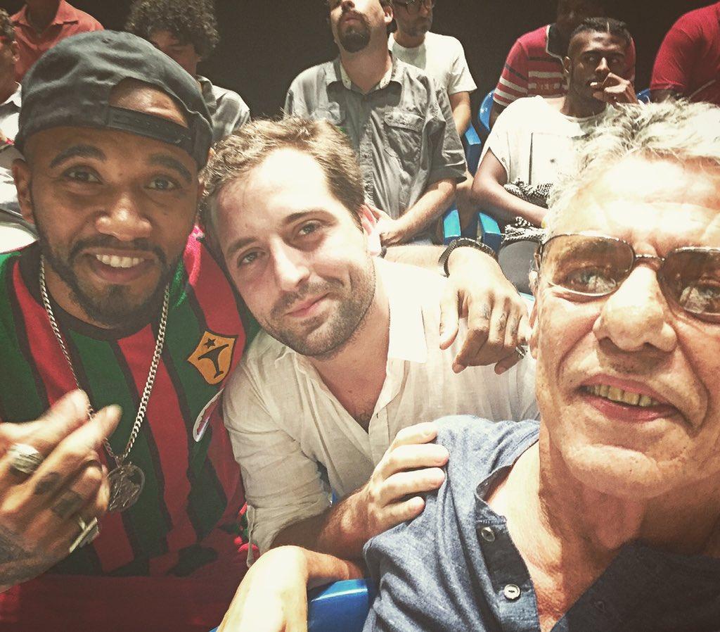 Vai começar! Borá lutar pela democracia  #naovaitergolpe novo #Brasil Olha o time @gduvivie #ChicoBuarque https://t.co/uSAd8io7du