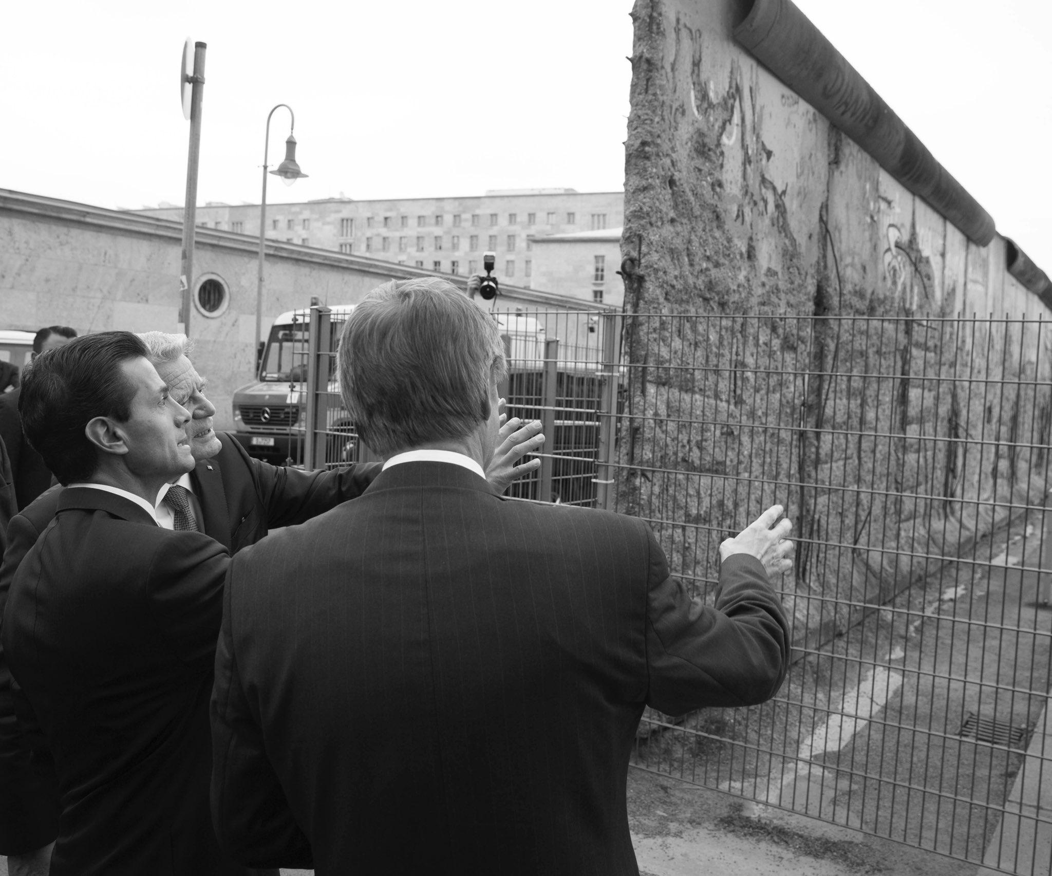 En el siglo XX, el Muro de Berlín separó a familias y pueblos. Nunca más un muro de dolor. https://t.co/fkQP84SuZ4