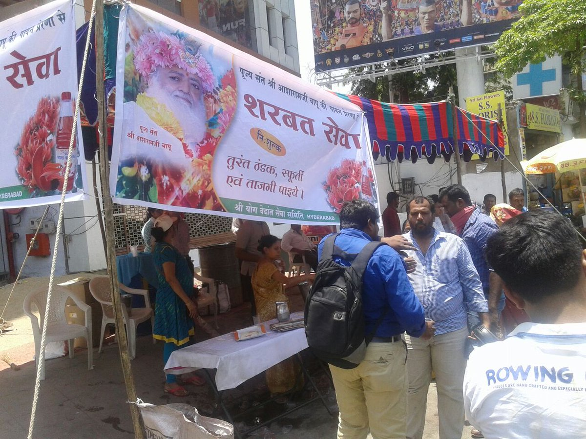 Through the concept of विश्व सेवा दिवस #विश्व_हितैषी_बापूजी Asaram Bapu Ji has given one more noble way of celebrating Birthday! #SaintForHumanity A big thank you for helping thousands of poor people who were in dire need !  Happy Vishwa Seva Divas !! <br>http://pic.twitter.com/NFNR8lL2qO