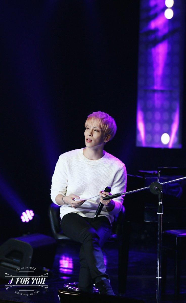 160426 Jonghyun @ MBC Live Concert - Blue Night Cg-RnnvUkAAJVin