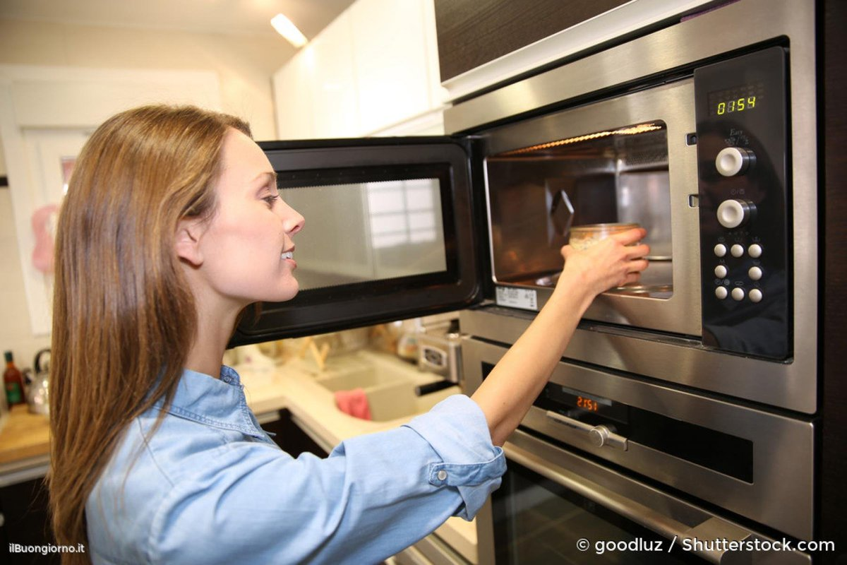 Cucina: 5 alimenti da non cuocere nel forno a Microonde
