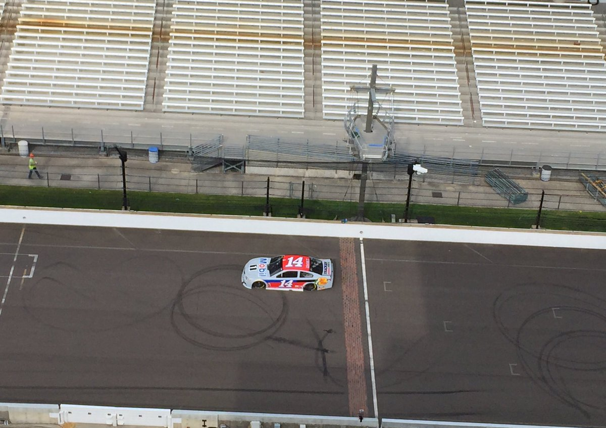 @TonyStewart crossing over the bricks @IMS with the ole 14 @StewartHaasRcng #BackHomeInIndiana https://t.co/lafzfJpfJd