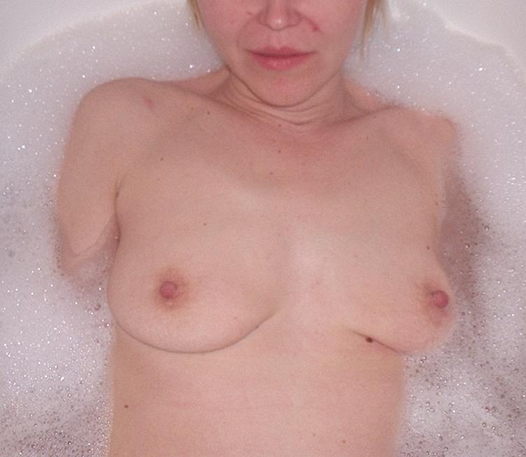 Nude Selfie 5040