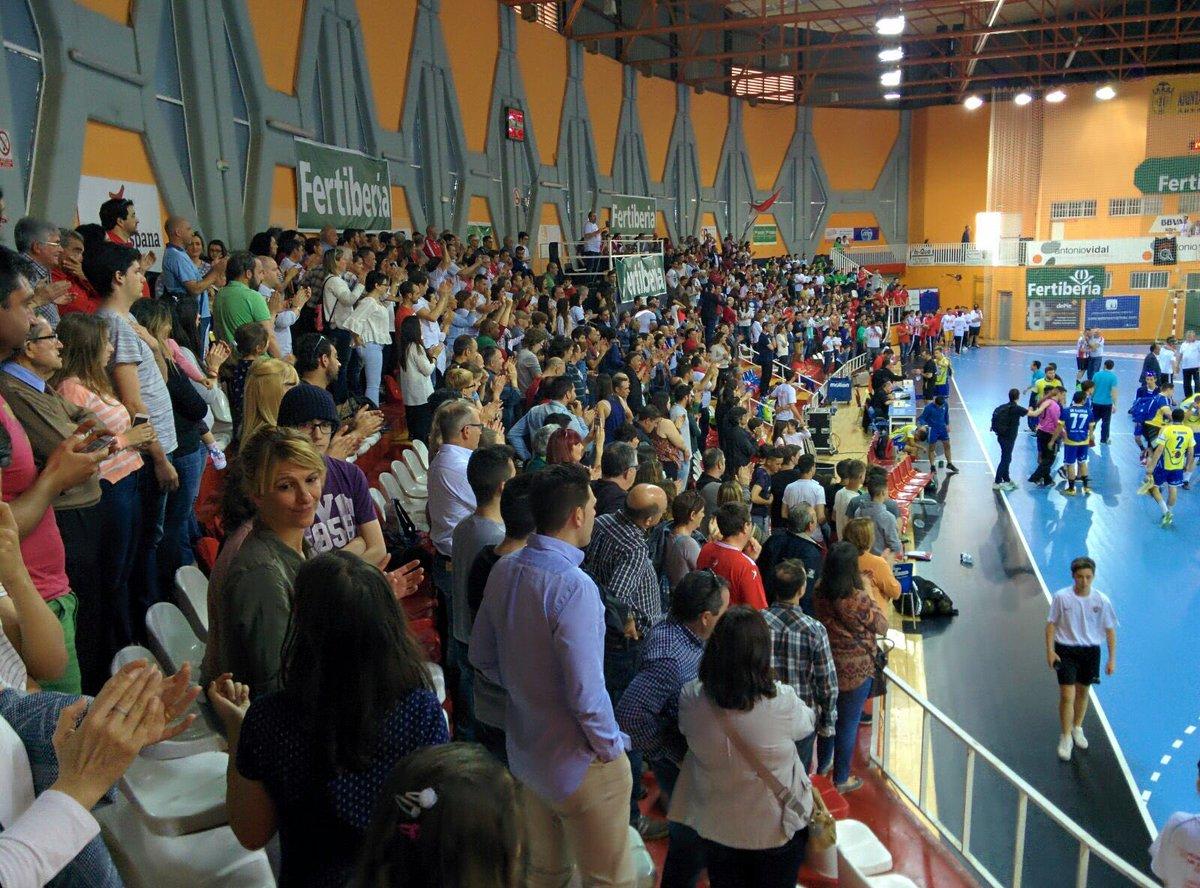 Esto es @bmpuertosagunto , 1000 espectadores viendo un partido de juveniles @SectorPSG @RFEBalonmano 1000 gracias https://t.co/QhJya2whWG