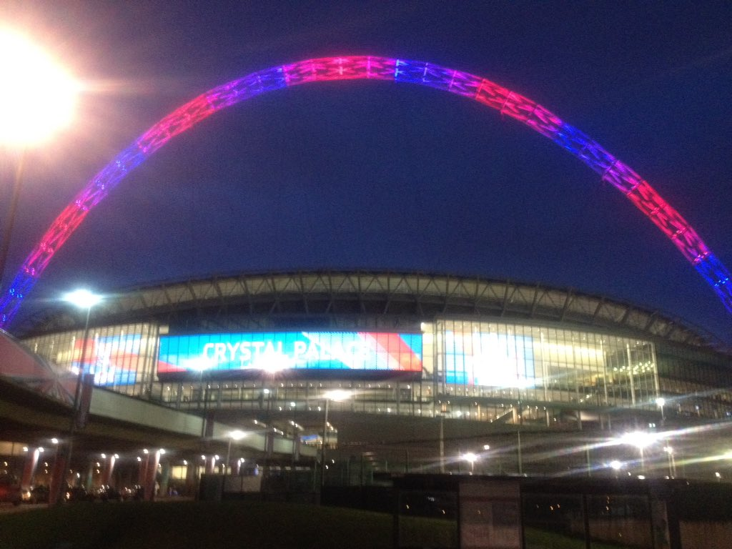 Wembley literally was painted red and blue #CPFC https://t.co/aSJNTcBUFw