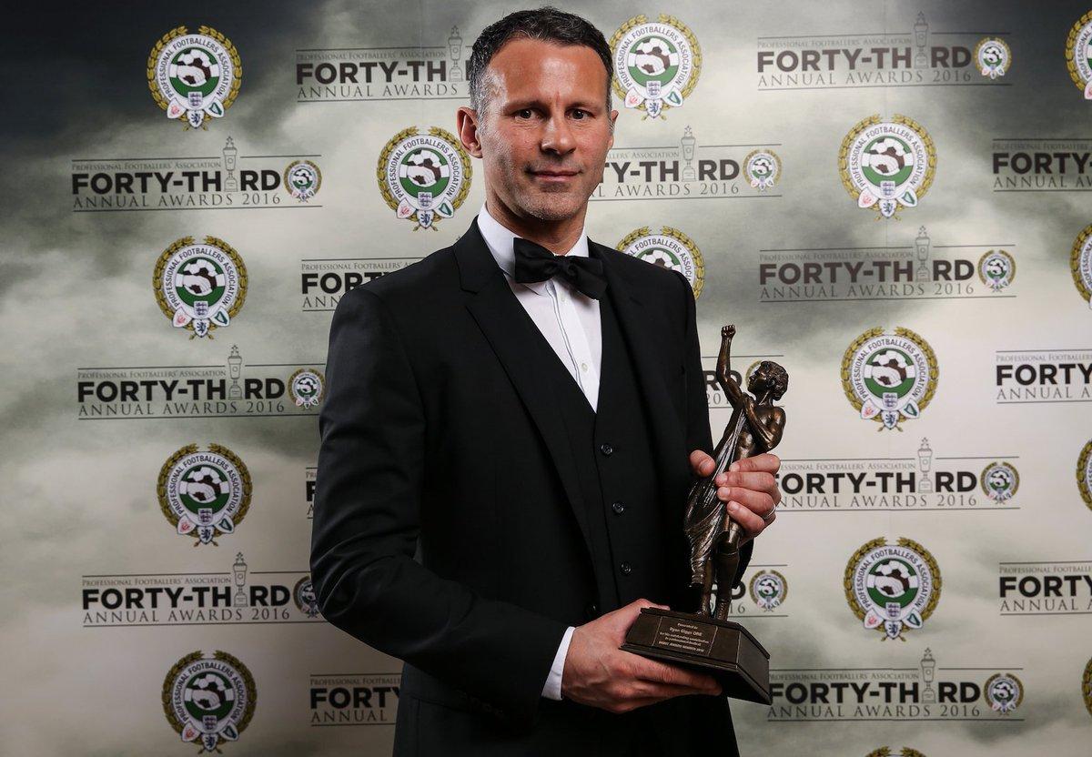 Гиггз получил награду PFA за заслуги перед футболом