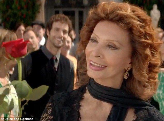 Sofia Loren rifatta? Foto sospette in compagnia di un maestro della chirurgia plastica