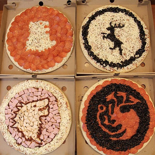 Pizza is coming. #GameofThrones https://t.co/c523xR5ZrQ