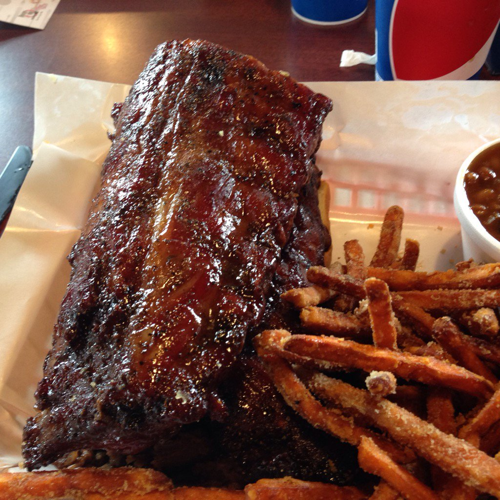Best ribs ever! #Pappy's Smokehouse#St. Louis https://t.co/MuJsbwUqhx