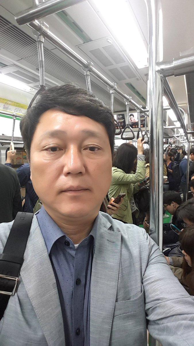보좌진없이 못살았던 의원12년이라 홀로서기 준비합니다 차를 없앨지는 아직 모르지만 대중교통이용은 불가피하겠죠 지하철 타고 걷기도 두리번 구경도 하면서 다녔네요ᆞ스스로 갇혀 살았으니 사람들도 제가 멀리 있었겠죠 https://t.co/9VosmDinwm