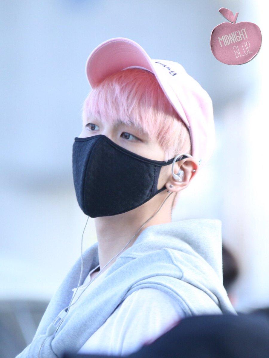 160425 Jonghyun @ Aeropuerto de Incheon {Llegada a Corea} Cg4BFFwUkAAK0kQ