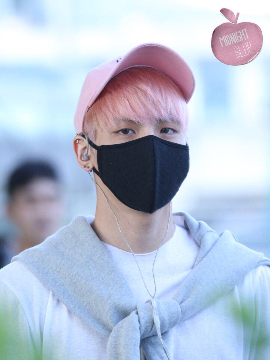 160425 Jonghyun @ Aeropuerto de Incheon {Llegada a Corea} Cg4BFGBU8AAY928