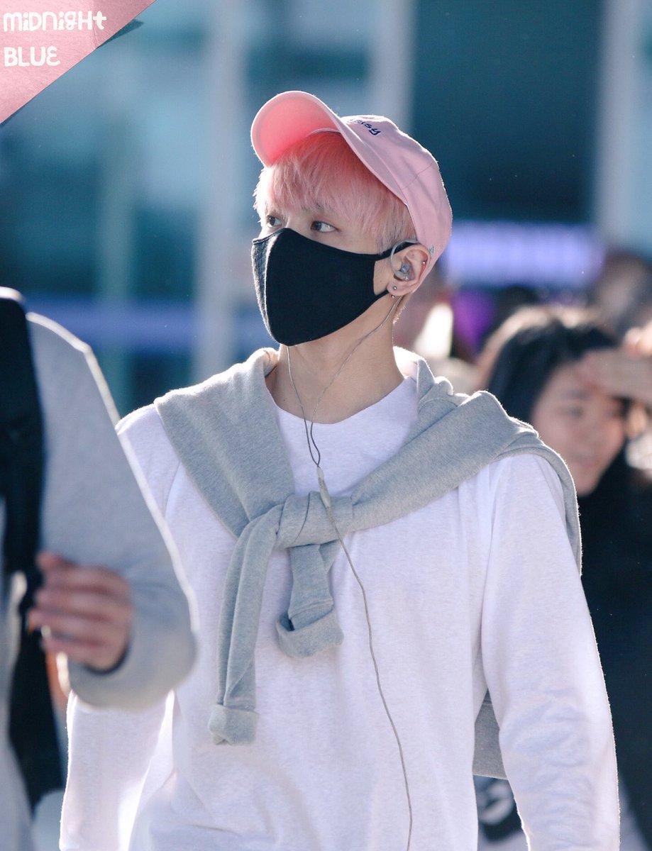 160425 Jonghyun @ Aeropuerto de Incheon {Llegada a Corea} Cg4Ce2lUcAAJxXr