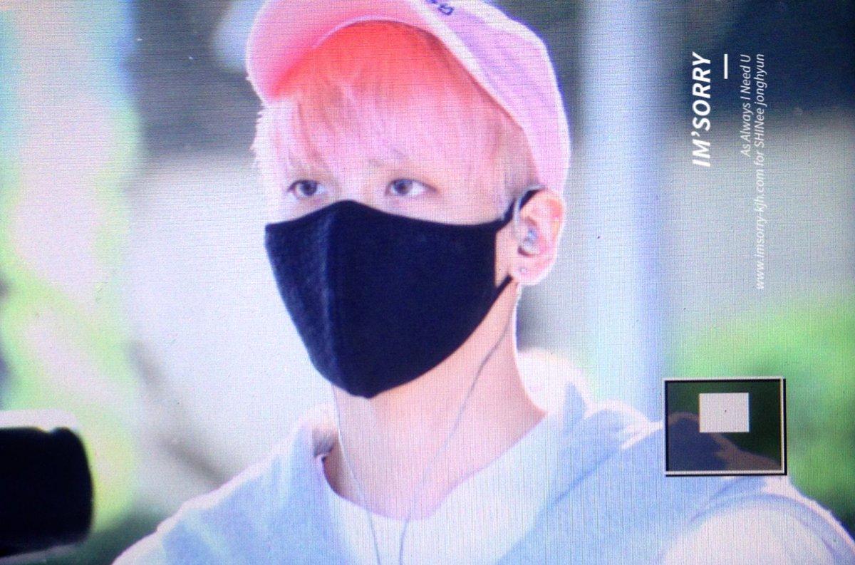 160425 Jonghyun @ Aeropuerto de Incheon {Llegada a Corea} Cg4DbsQUgAA_4q4