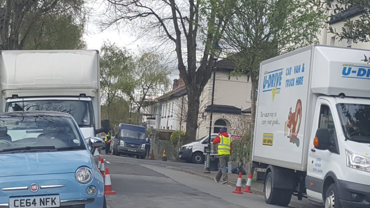 Bro signs lead to wordsworth Ave. Corner of southey st. Lots of vans, cones and kit around. #setlock https://t.co/2Mwr6DIDk7
