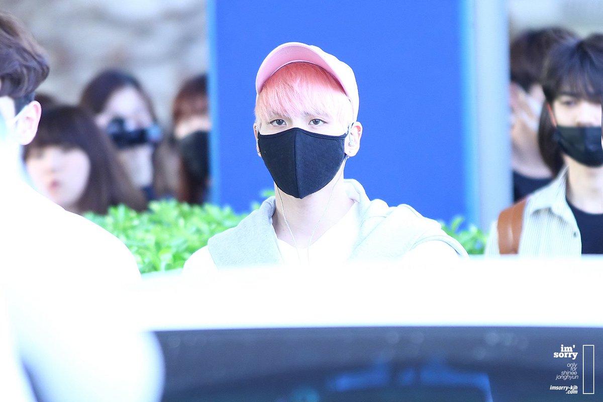 160425 Jonghyun @ Aeropuerto de Incheon {Llegada a Corea} Cg4wPCaUcAUkink
