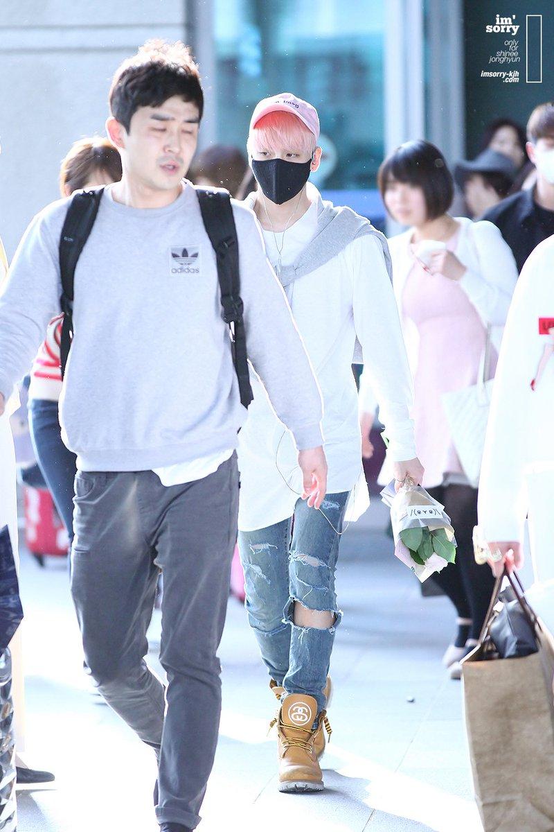 160425 Jonghyun @ Aeropuerto de Incheon {Llegada a Corea} Cg4wPOIU8AAZnbF
