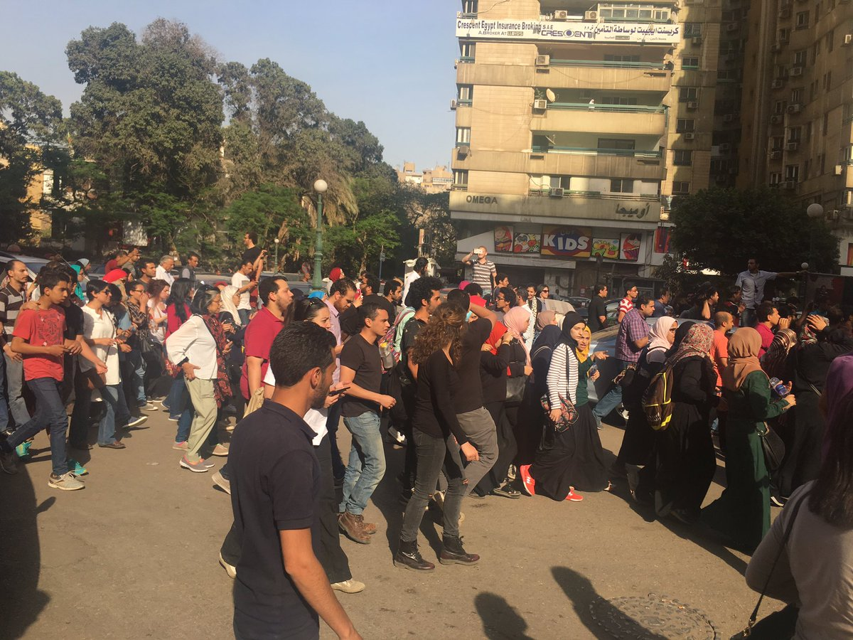 Anti-Sissi protest breaks out in Dokki and is dispersed almost as quickly as it starts #egypt https://t.co/09qyaUBRi6