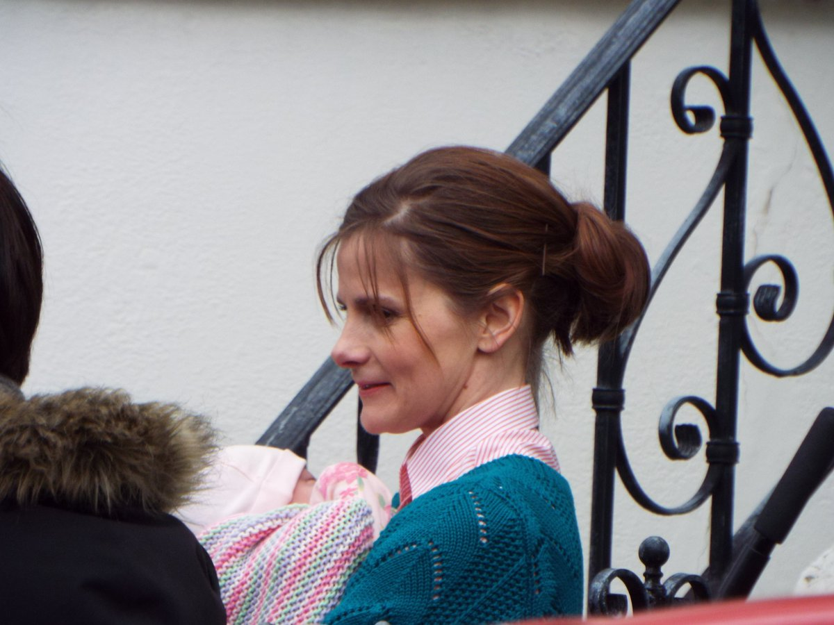 ITS A BABY GIRLl! Louise Brealey on set today #setlock https://t.co/G8C7ZCVPiq