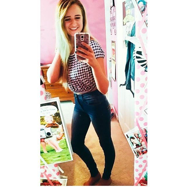 blonde teen mirror spread selfie