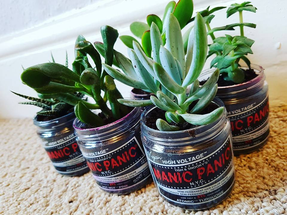 Ever wonder what you should do with your old jars of #ManicPanic? Take a hint from the inventive Jaymz Marsters! https://t.co/y4PV0Z3U7Q