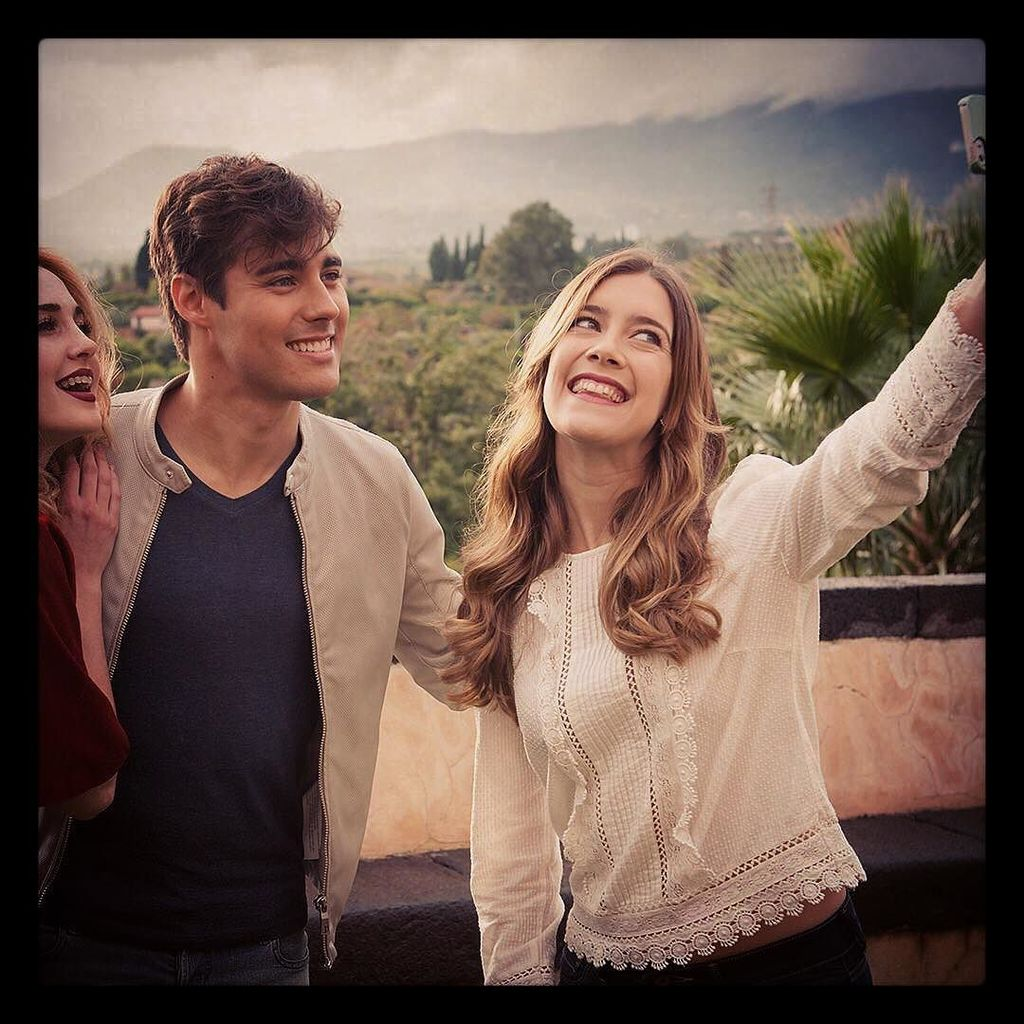 """Movie star selfie"" #regram @tinilapelicula @tinielfilmok #clarialonso #jorgeblanco #mechi… https://t.co/knqBAAkOJs"