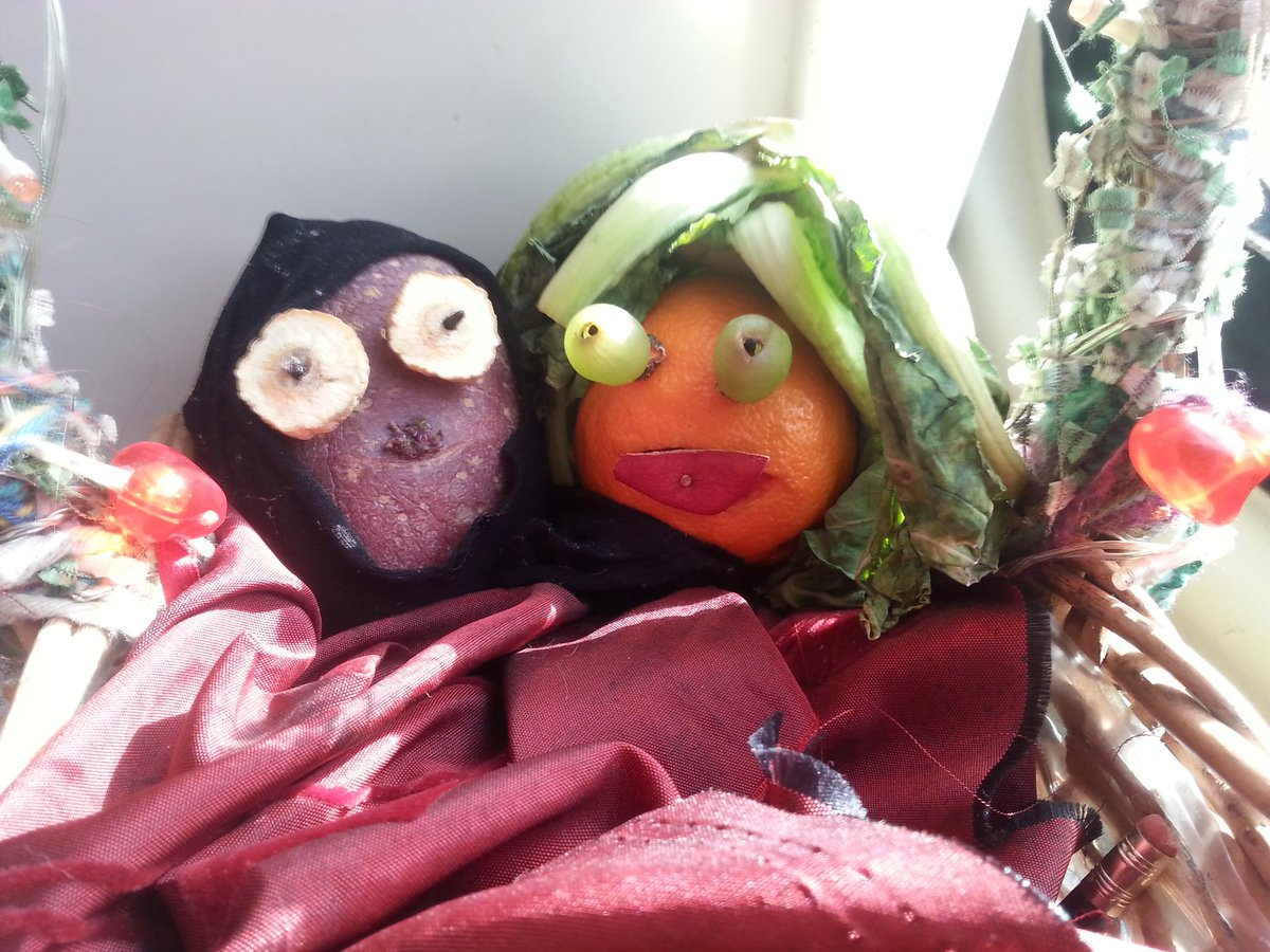 Vegetable & fruit contingent Darth Tater & Olivia on route @ace_national #creativecase in Leeds #funwithvegetables https://t.co/NzhEV8Nwhm