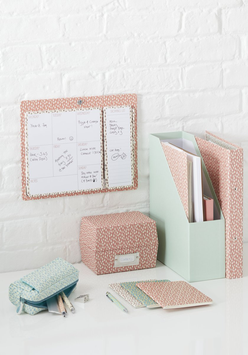 WIN this prize selection from paperchase to celebrate get organised day #National Stationery Week. Retweet & Follow! https://t.co/fnZlPfkB1F