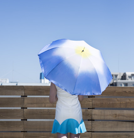 朝顔のような晴雨兼用の傘が美しすぎる...美女に似合う傘だな♥♥