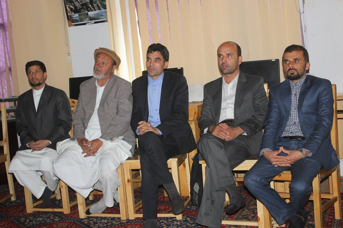 Thank you Mr. Shafiq, Dis Gov of #Kohistan #Kapisa for giving away the Certificates to #paiwandgahInKapisa trainees. https://t.co/IP68hEYB6c