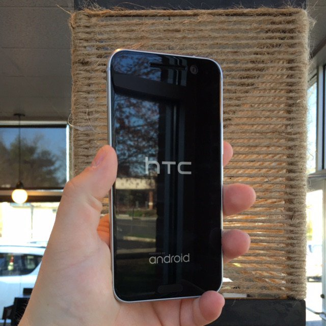 HTC 10: All hail the new king of Android smartphones [first impressions review] @htc… https://t.co/Iqf2e9Iem3 https://t.co/aQxwgScT9q