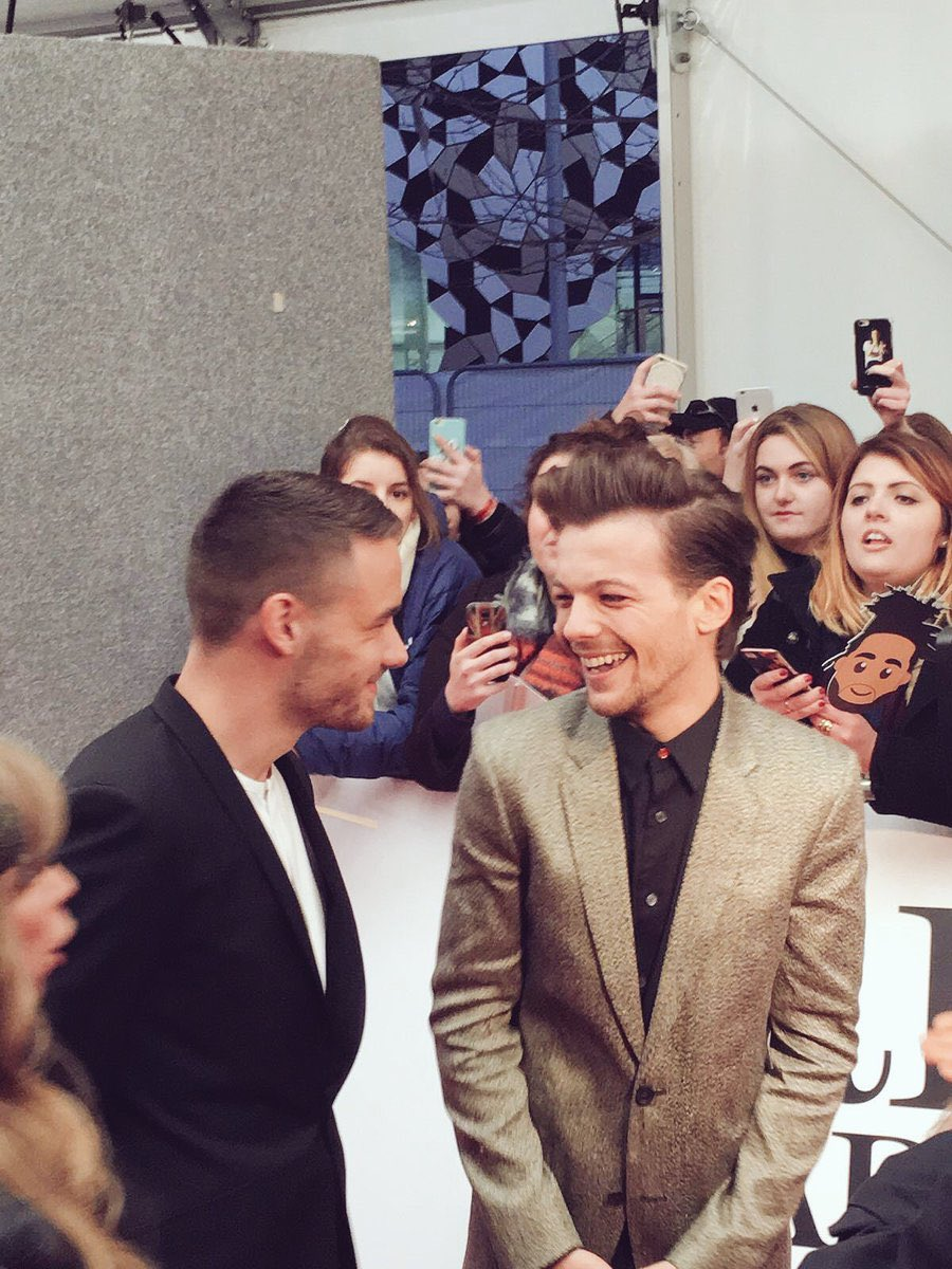 Double #TBT to @onedirection #OTRATour last year and @Real_Liam_Payne and @Louis_Tomlinson on the red carpet in Feb