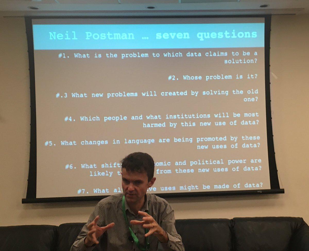 Como cierre, @Neil_Selwyn adapta siete preguntas de Neil Postman aplicadas a los datos.   #edumetricas https://t.co/y33Pam9cKf