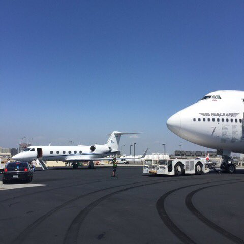 Breakfast was being served  at LAX.  #Gulfstream #EdForceOne  http://www. edforce.one/2016/04/ed-for ce-one-lax.html &nbsp; … <br>http://pic.twitter.com/GBjMcWLhoT