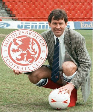 This pic of Bryan Robson being unveiled as player-manager - dressed as both a player AND a manager - is mesmerising. https://t.co/N75TTxLxbt