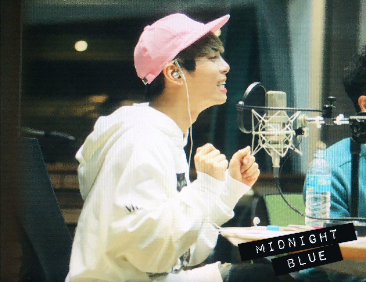 160415 Jonghyun @ MBC Blue Night CgGBCTkVAAAqFmu