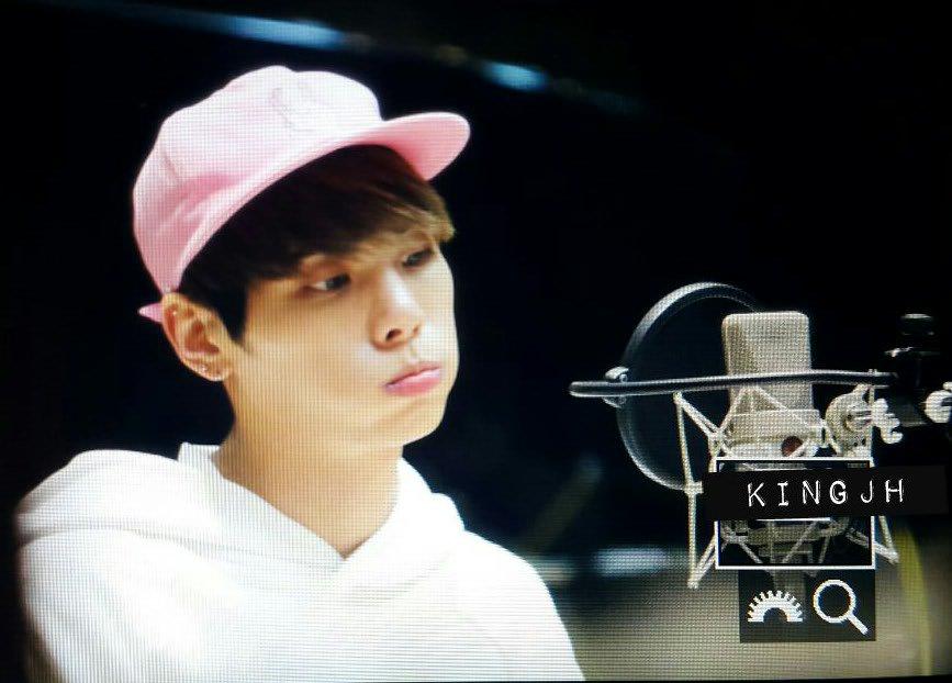 160415 Jonghyun @ MBC Blue Night CgGIchKUUAIIZcF
