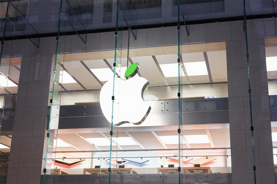 Apple Stores around the world go green to raise awareness for conservation and the environment. #AppsforEarth https://t.co/rgROAJ87Uy