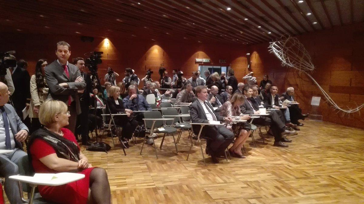 .@sbonaccini: Firma di oggi è svolta storica. Abbiamo conciliato opera strutturale con qualità territorio #DirettaER https://t.co/E81IKeZ9WN