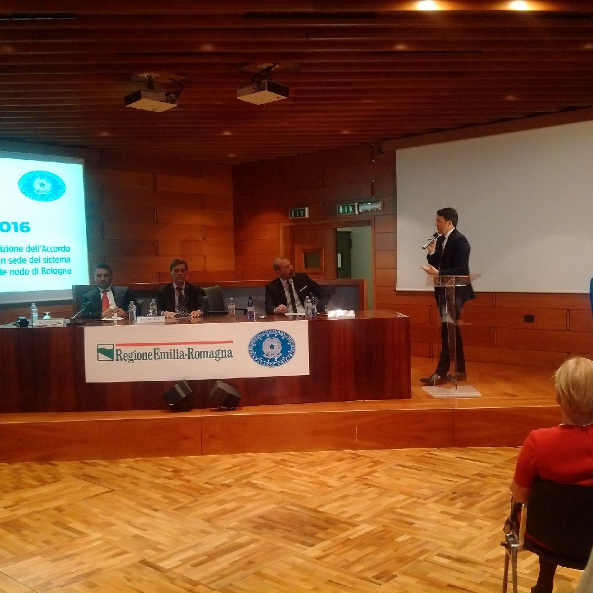 .@matteorenzi: Volontà Governo di essere a fianco di @RegioneER, @cittametrobo e comuni #nodoBologna #DirettaER https://t.co/sbDpgi6zYO