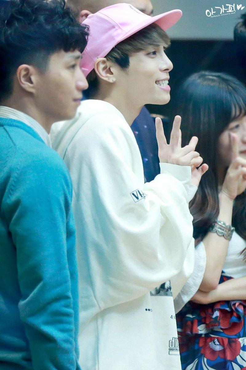160415 Jonghyun @ MBC Blue Night CgGlYMPUEAEhq-j