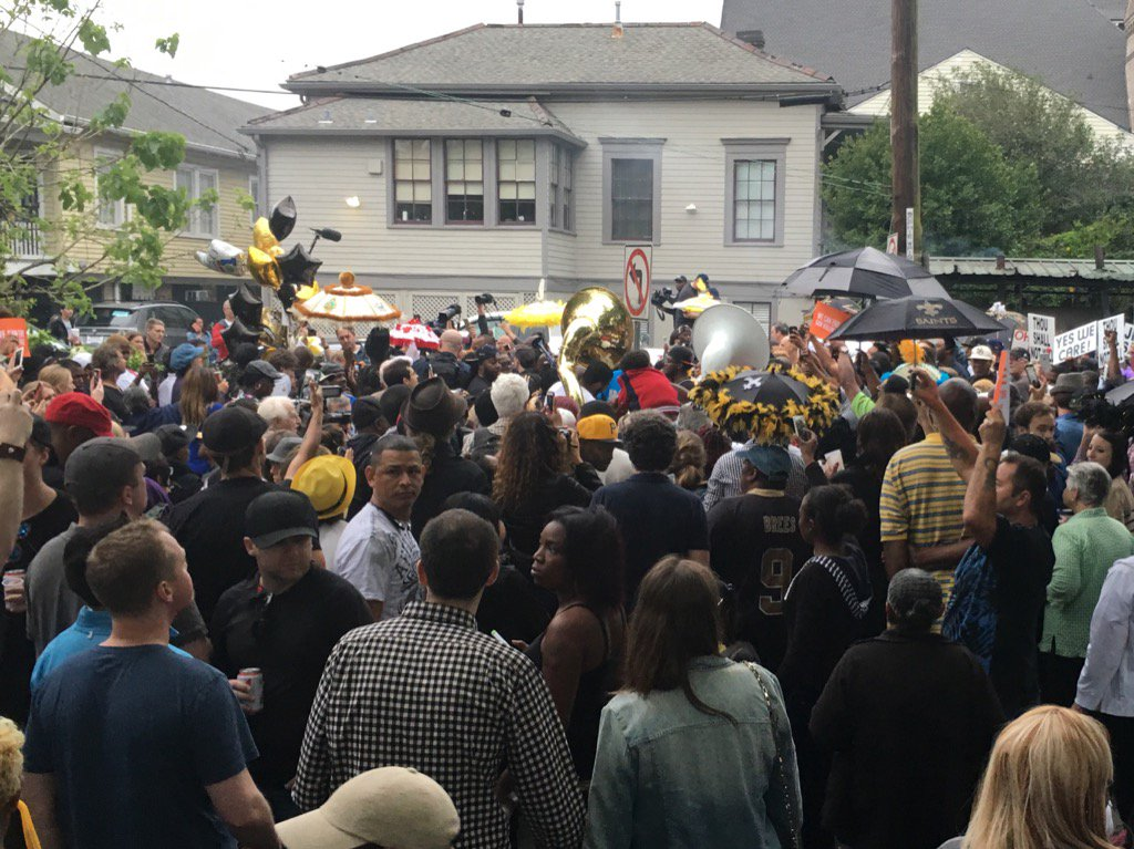 This is how #NOLA mourns the death of Will Smith. https://t.co/8WkYABsXW7
