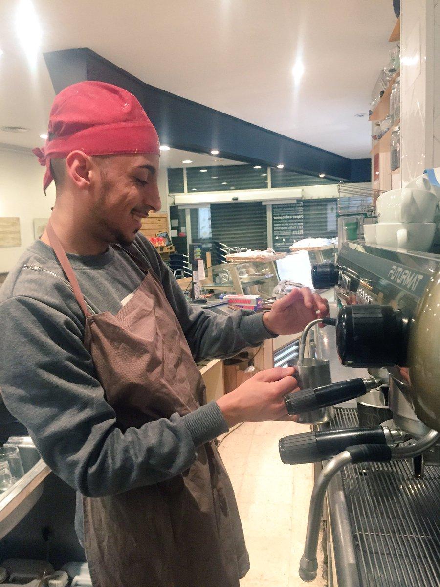 Ha llegado Manu. Lo primero es lo primero: el café! #elpaendirecte https://t.co/lVZixds3wI