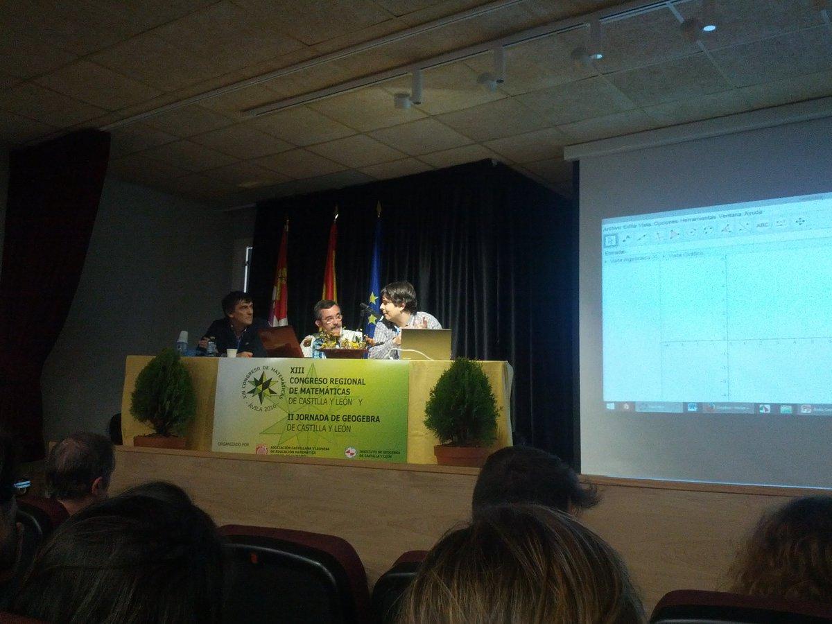 #matavila2016 José Luis Muñoz construyendo potencias de complejos con Geogebra https://t.co/aEnKgh7j4u