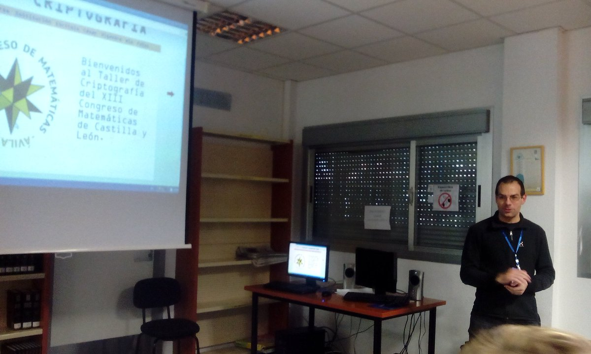 Desencriptando matemáticas con David Acedo en #matavila2016 https://t.co/ZzoxY1gILC
