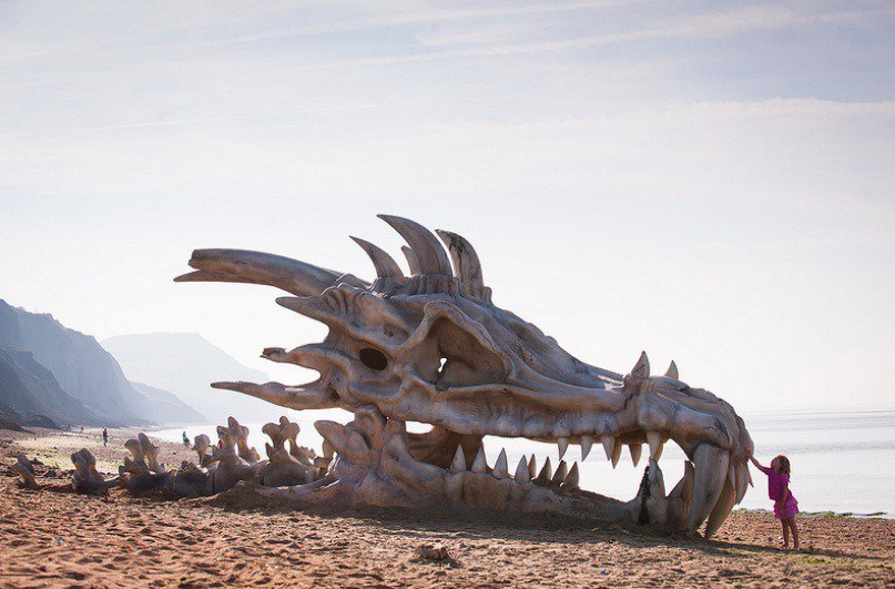 A while ago blinkbox Revealed Giant Dragon's Skull on Dorset's Coast by Taylor Herring #gameofthrones<br>http://pic.twitter.com/s6VSEXgaFG