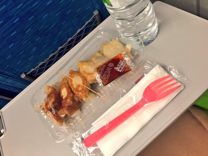 1 pic. 頂いた餃子in新幹線 NEWNEW川崎店さんのイベントありがとうございました!とても楽しかった☺️?集合写真は最初にいた方だけだけど思ったより沢山来て下さって最後時間が無かった方々すみません
