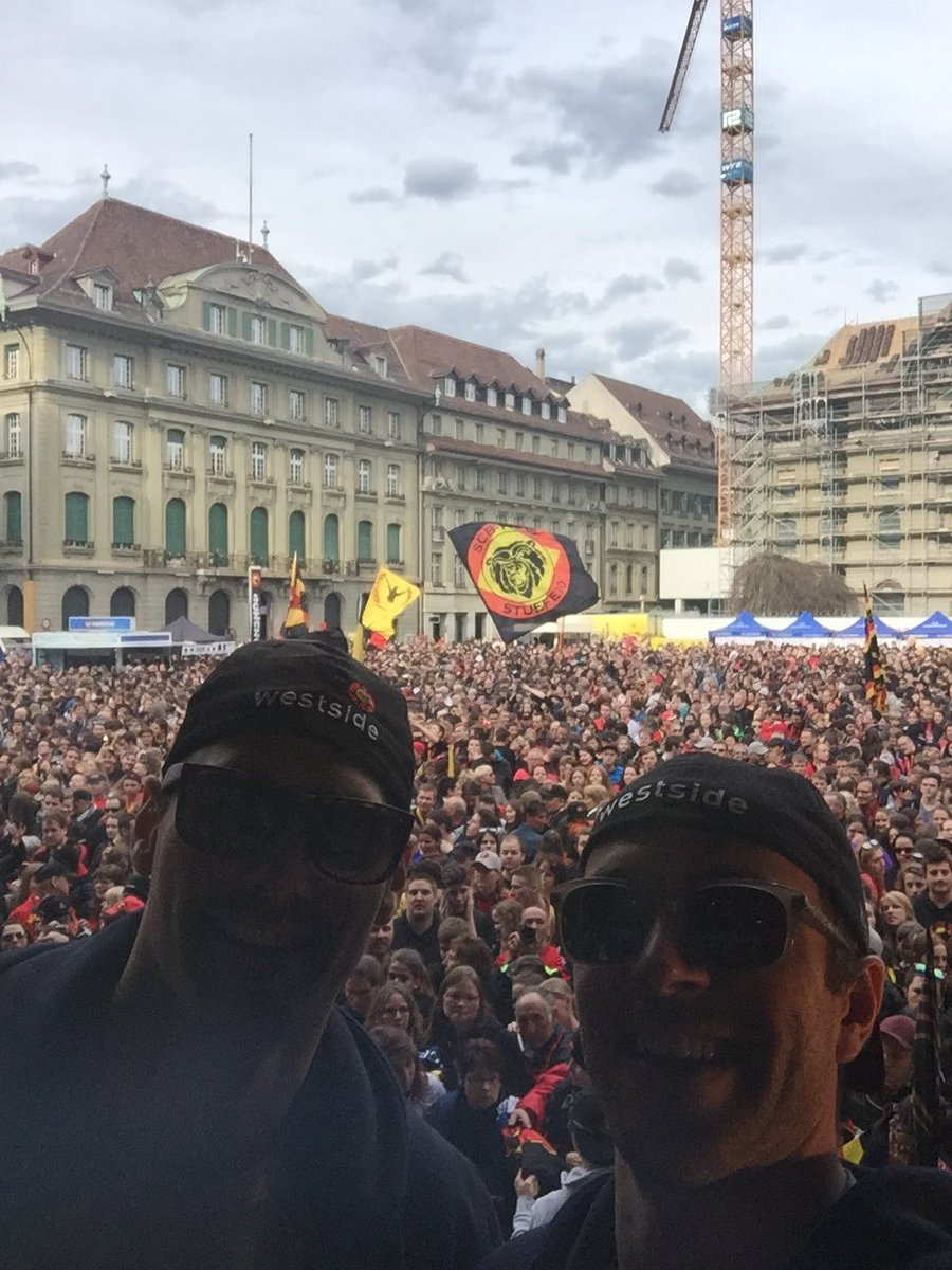 Couple of @WBSPenguins alumni live from Bern!! 🇨🇭🏆 @__tsmith https://t.co/jWrr6fu9Az