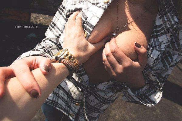 связанную женщину трогает за сиськи фотографии